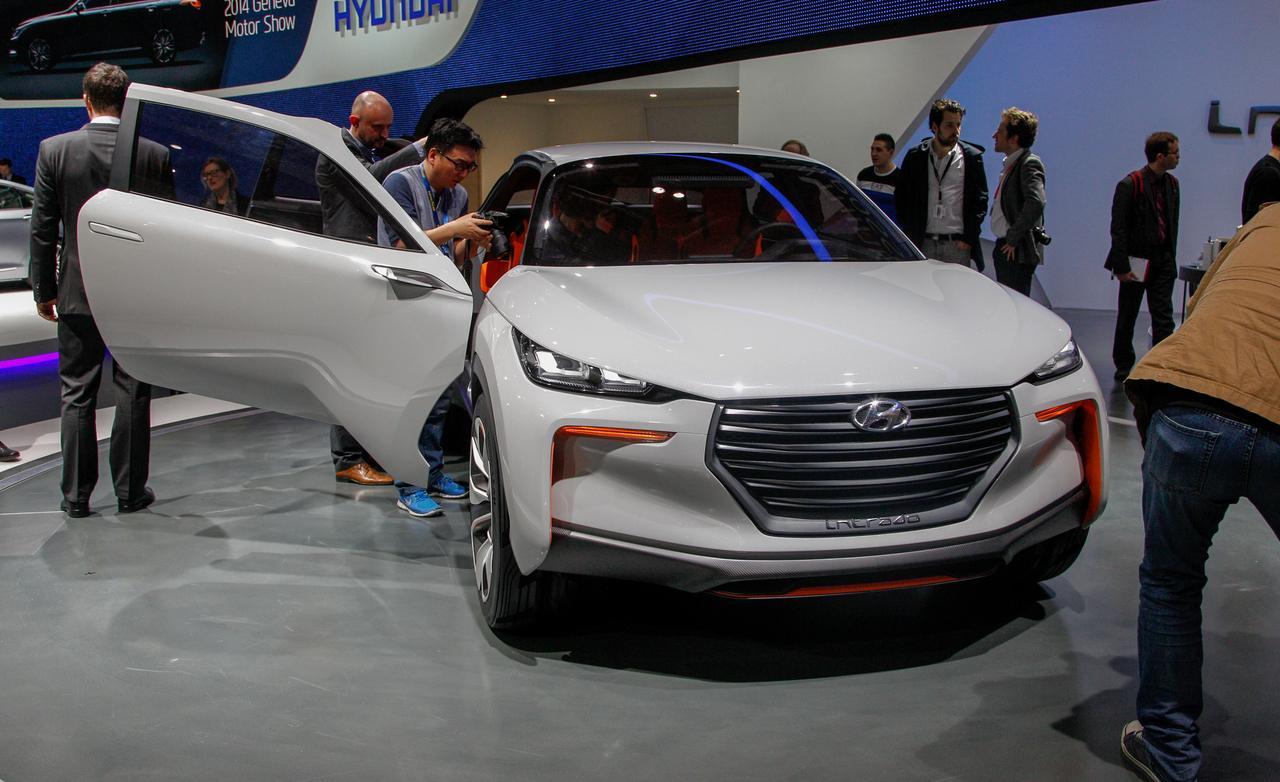 http://car.upload.ir/News/0454-hyundai-considering-a-luxury-crossover/2.jpg